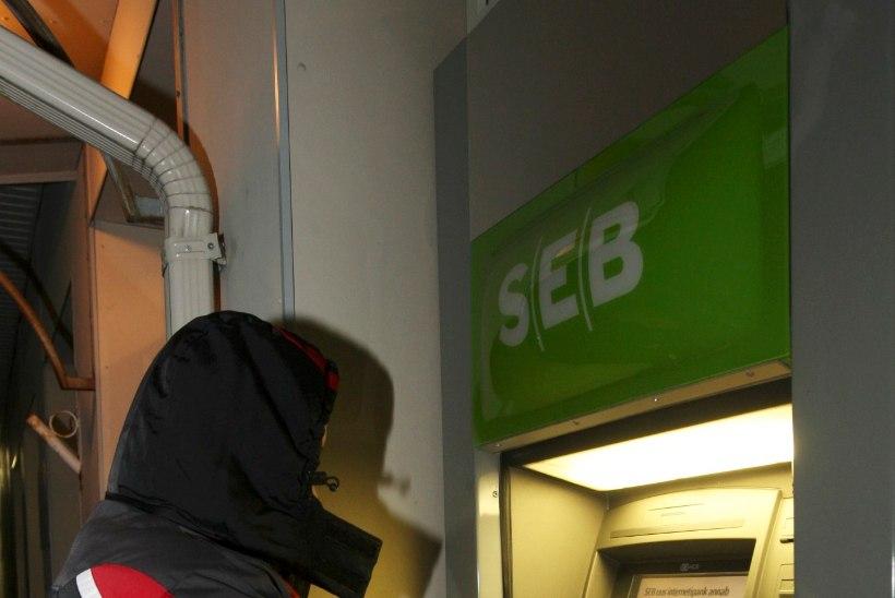 SEB tegi algust: sularahaga arveldamine läheb kallimaks