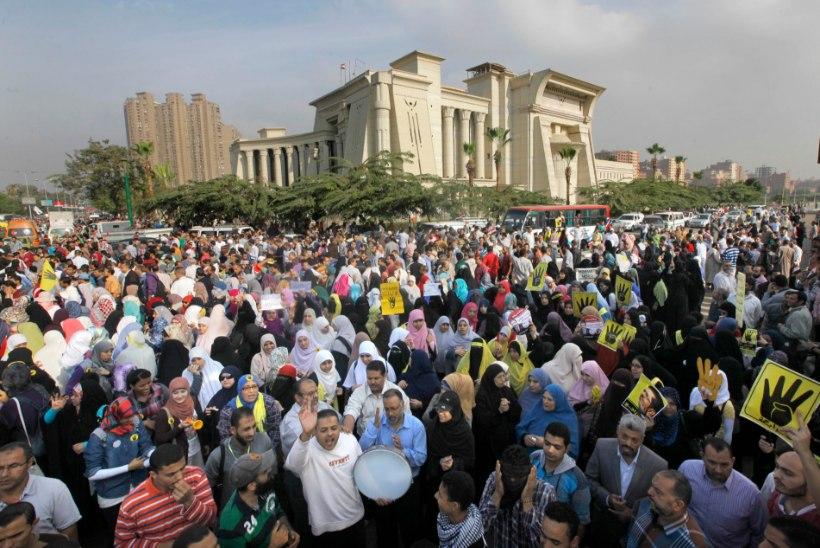 Egiptuse teine kukutatud president toodi kohtu ette