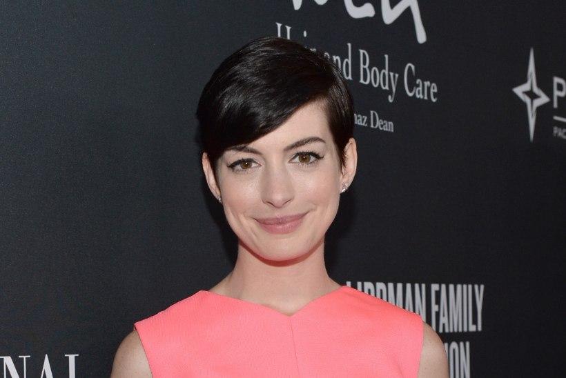 Kas Anne Hathaway on beebiootel?