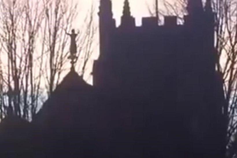VIDEO: hullumeelne naine ronis kiriku katusele ja kukkus alla