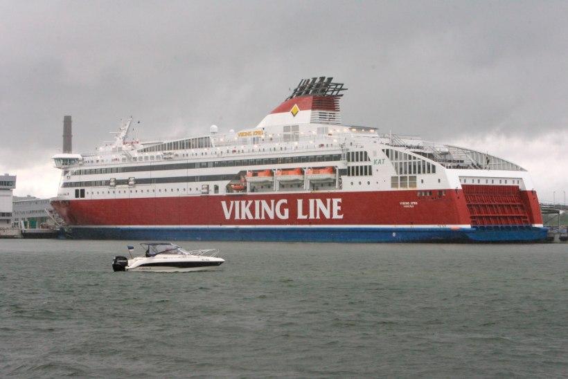 """""""Läksime tagasi merele"""" - torm hoiab reisijaid öö läbi Viking Line'i laeval lõksus"""