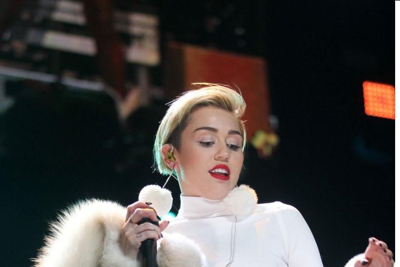 Arva, millisest moerõivast Miley Cyrus sel aastal sõltuvusse sattus?
