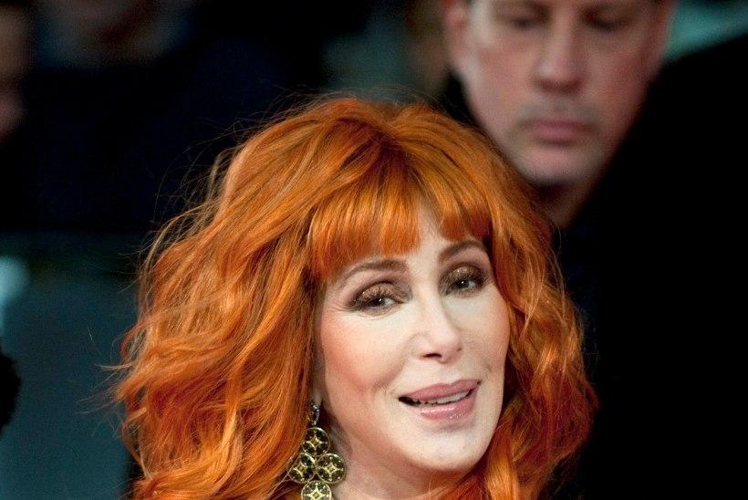 Ämblikud tegid Cheri pähe pesa