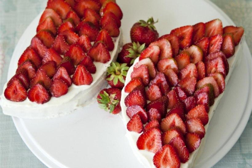 Liblikatort maasikatega