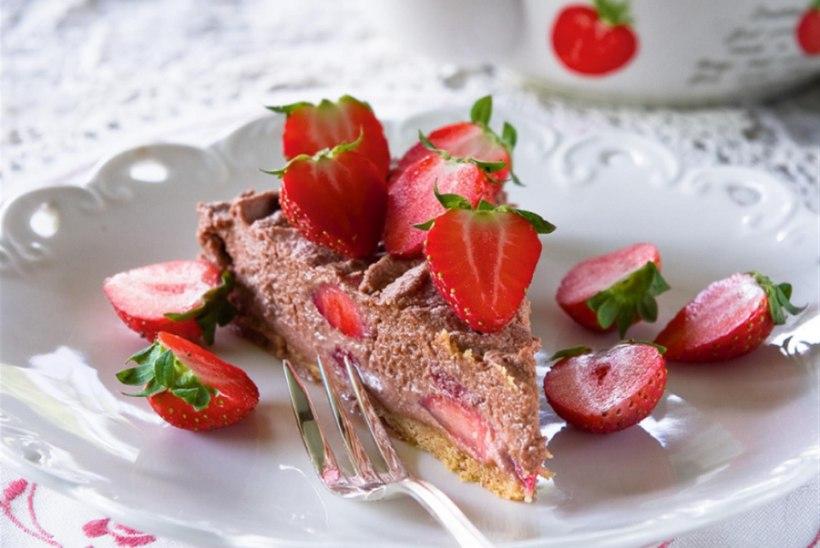 Liisu ema maasika-toorjuustukook