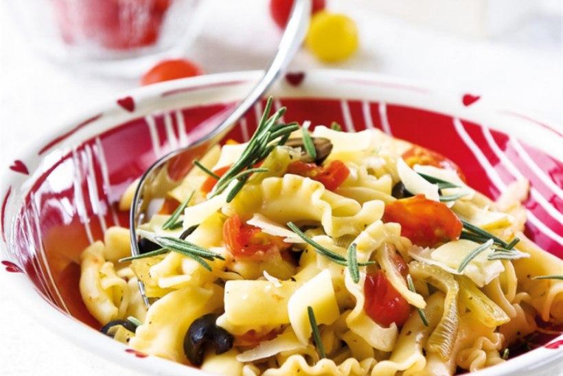 Penned ahjus röstitud fenkoli, tomatite ja oliividega