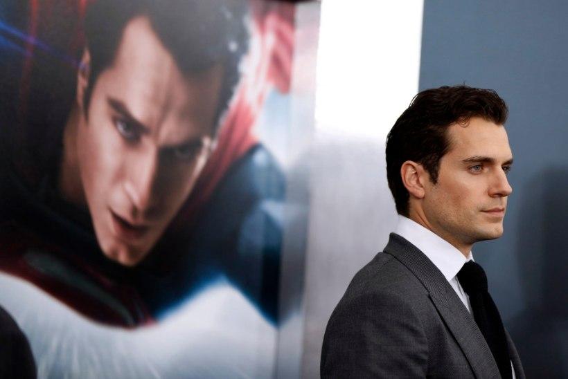 Supermani ja Batmani kisma lükkub edasi