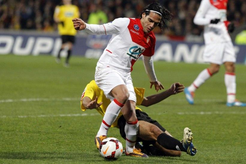 Hüvasti, MM: Kolumbia superstaari ootab ees põlvelõikus