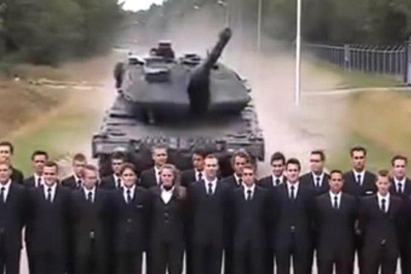 VIDEO: kas tank sõidab hooga läbi rahva?
