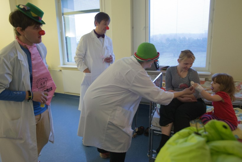 GALERII: Doktor Klounid lapsi lõbustamas
