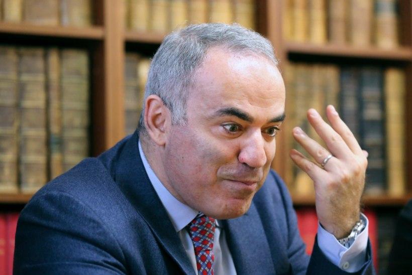 Garri Kasparov annab Tallinnas simultaani kiirmale noorte EM-i toetuseks