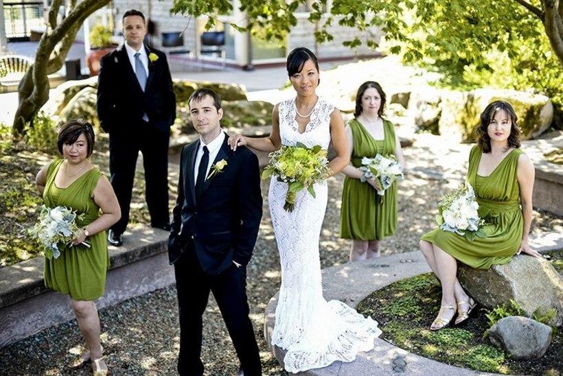 VIIS KUUD VAEVA: naine heegeldas endale hommikuti bussis sõites imeilusa pulmakleidi!