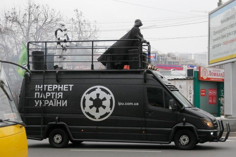 FOTOD JA VIDEO: Tähesõdade Darth Vader on tagasi... sooviga juhtida Ukrainat