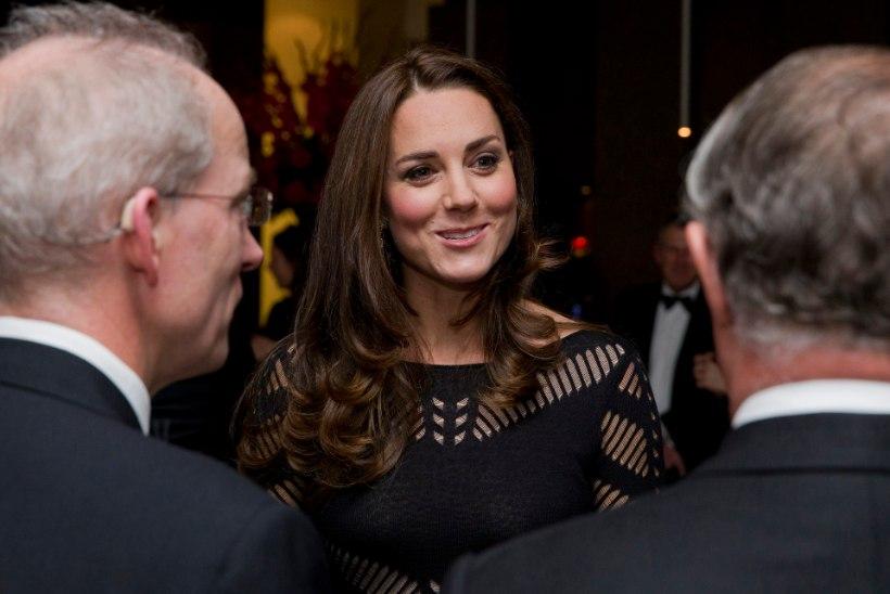 FOTOD: rasedusiiveldusega võitlev hertsoginna Catherine astus galaüritusel taas rahva ette