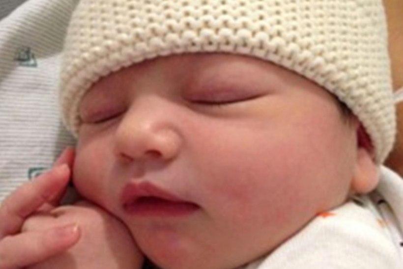 Ashton Kutcher avaldas tütrekese nime ja kuus beebipilti.. kuid laseb arvata, milline on nende laps!