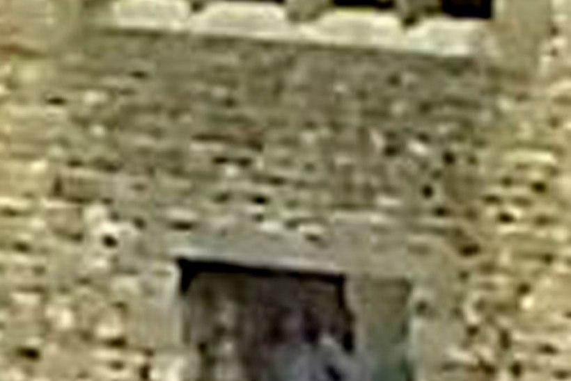 Vana loss ja kummitus, kes neid suudaks lahutada