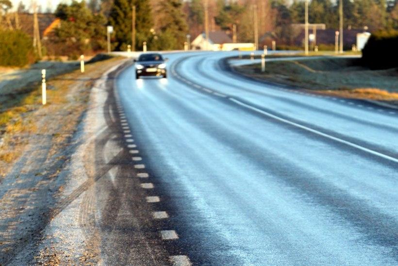 Põlvamaal sattus libeduse tõttu liiklusõnnetusse korraga viis autot
