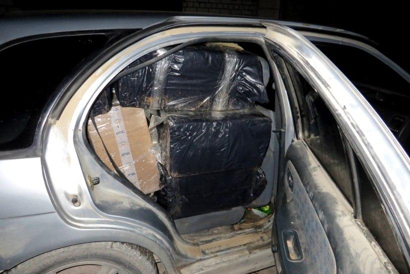 Politsei leidis 18aastase noormehe autost 120 000 salasigaretti