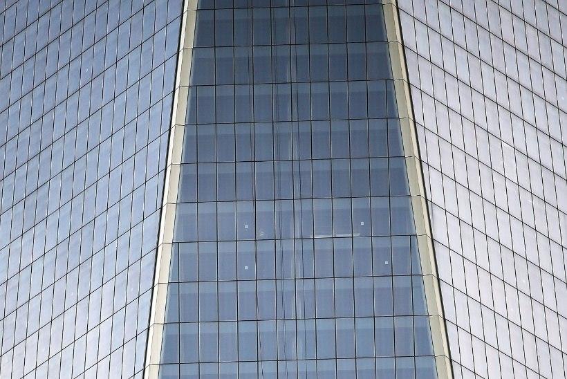 FOTOD: Maailma Kaubanduskeskuse aknapesijad jäid 69. korruse kohale rippuma!