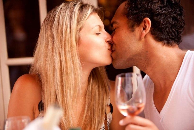 Ühe kirgliku suudlusega annad kallimale 80 000 000 bakterit