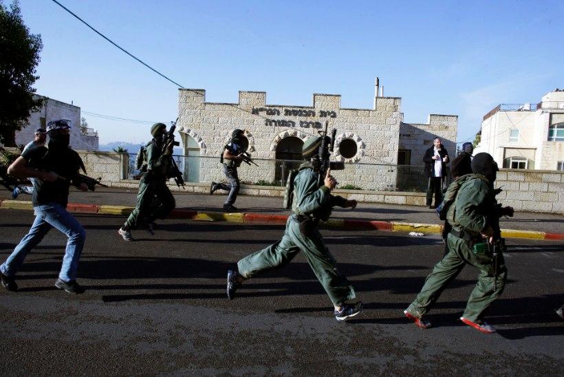 Kirveste ja nugadega palestiinlased ründasid Jeruusalemmas sünagoogi