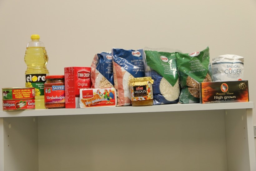 FOTOD: Savisaar jagas Lasnamäel toidupakke