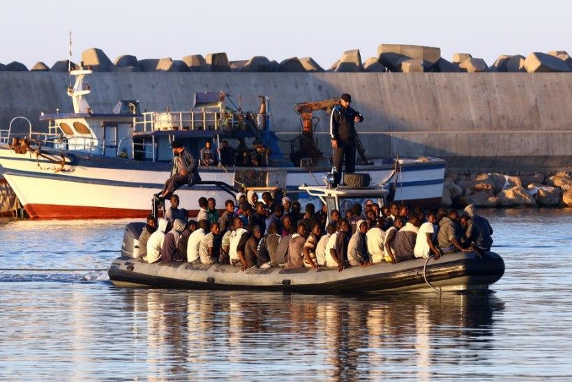 FOTOD: Itaalia piirivalve päästis merehädast üle pooletuhande põgeniku