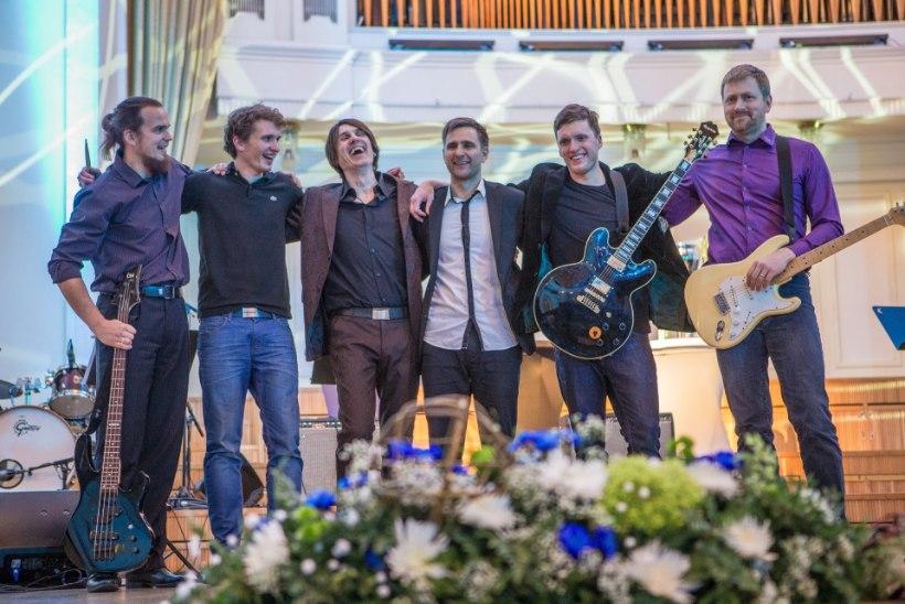 GALERII: Jalgpalligalal autasustati hooaja parimaid ning esines Unistuste Bänd