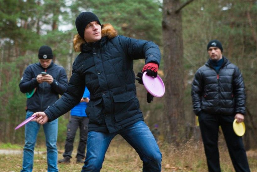 GALERII: Vaata, kuidas Ott Lepland ja teised staarid poksijatega disc-golfi mängisid!