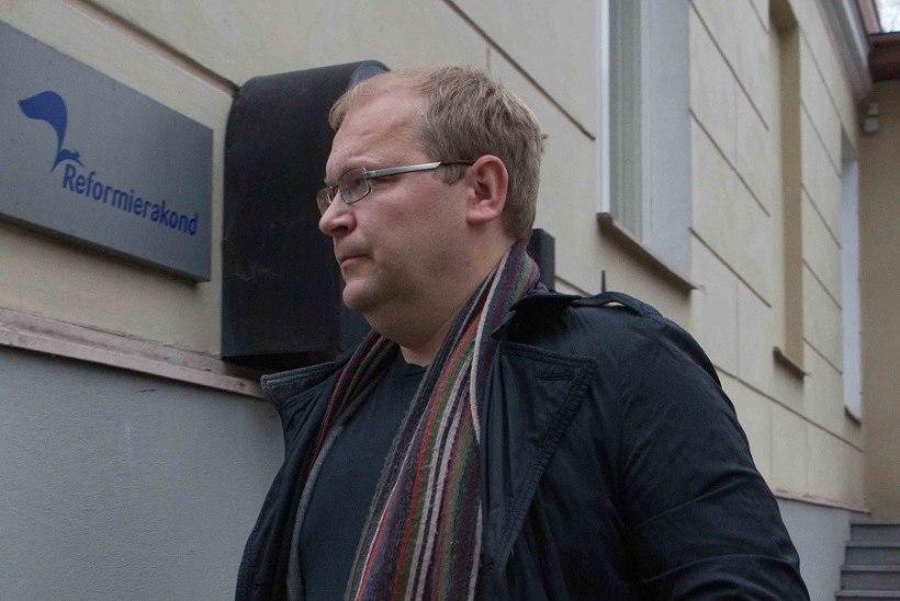 FOTOD: lahkuv välisminister Paet oli mornivõitu