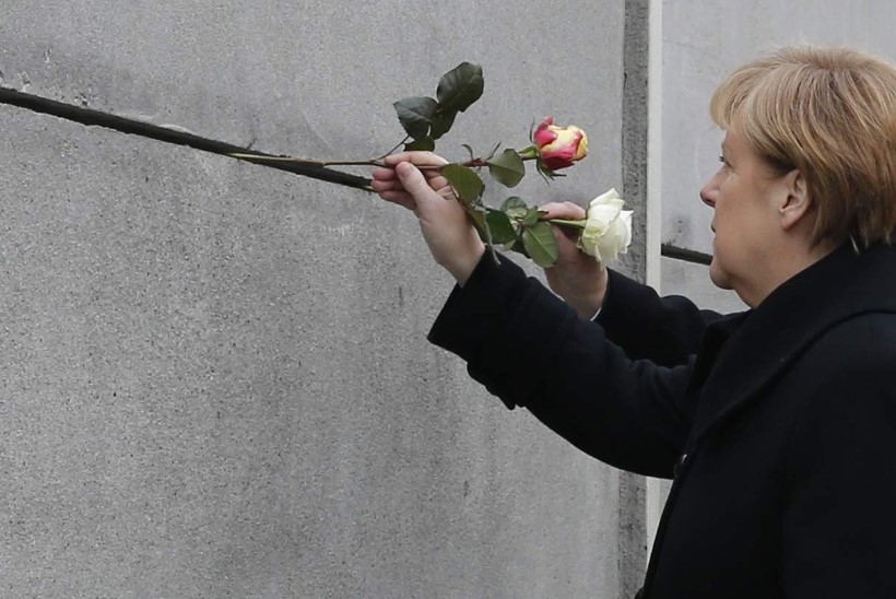 Roos müüril langenute mälestuseks