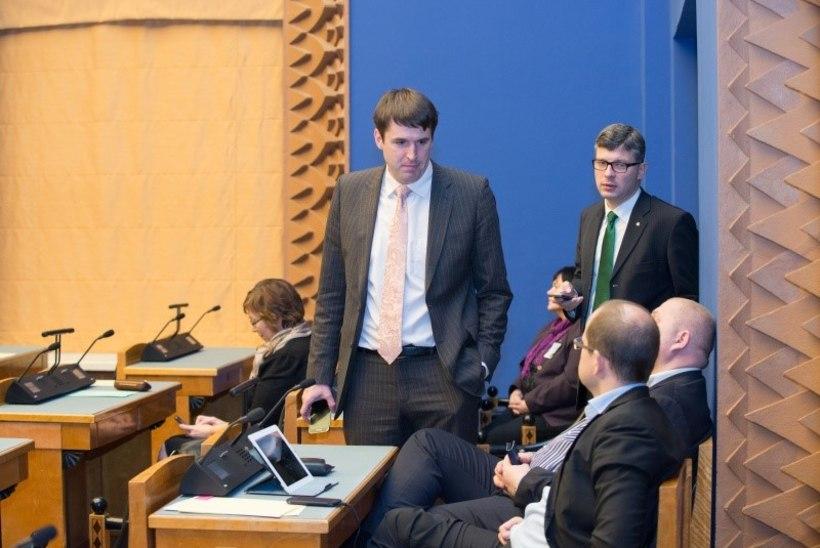 FOTOD: riigikogu võttis vastu 2015. aasta riigieelarve