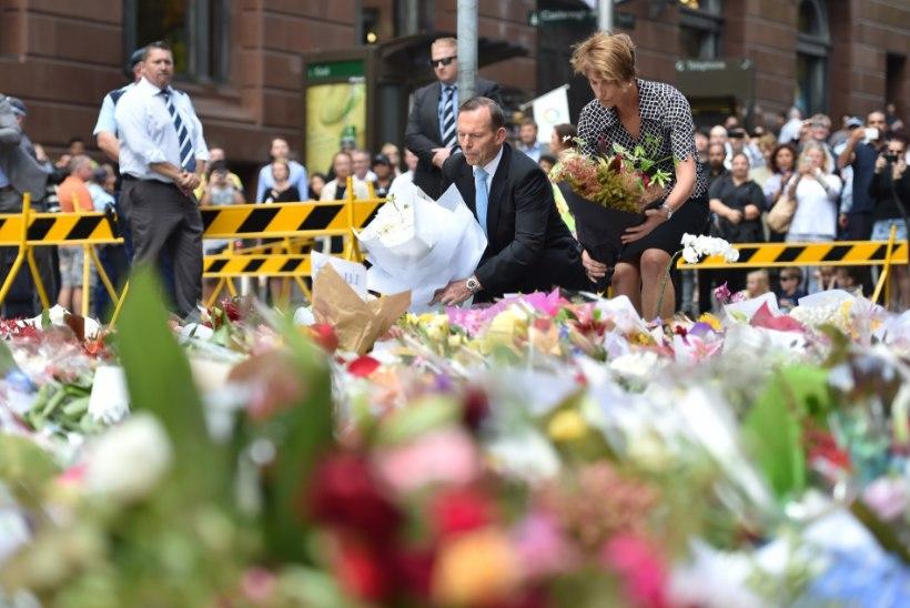 GALERII: Sydney šokolaadikohviku ette on tekkinud lillemeri