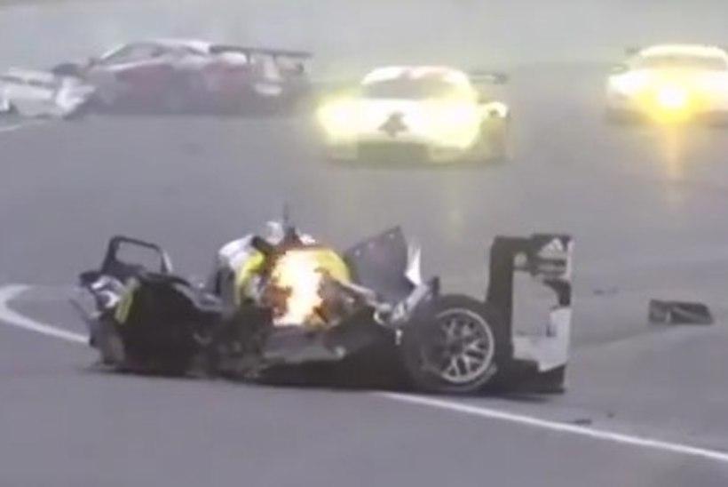 VIDEO: suurel kiirusel seina sõitnud Mark Webber ei mäleta kohutavast avariist midagi - ja tema Porsche vrakki vaadates pole ka ime