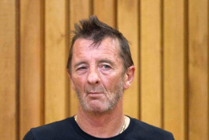AC/DC trummar end talle omistatud kuritegudes süüdi ei tunnistanud