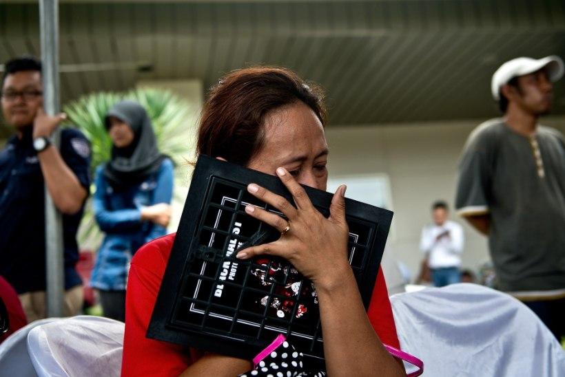 Indoneesia võimud: kadunud AirAsia reisilennuk on tõenäoliselt merepõhjas