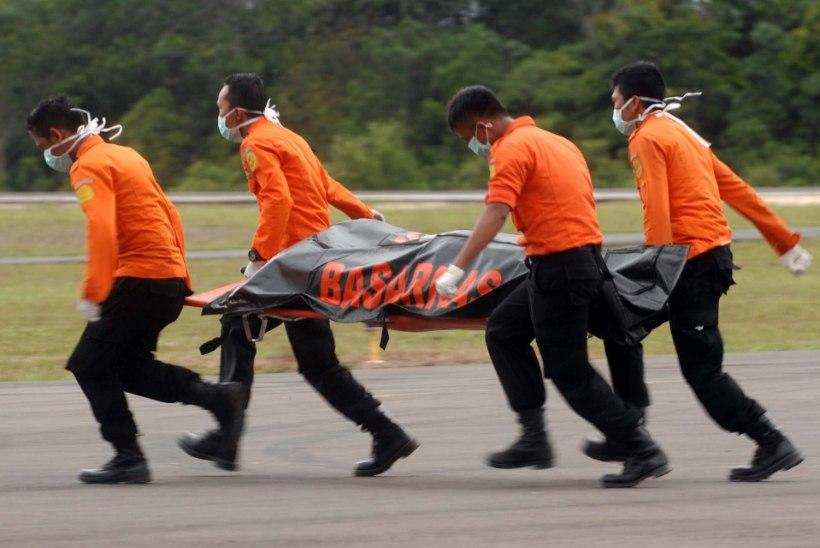 Jaava merest leiti surnukehi ja tõenäoliselt ka allakukkunud AirAsia lennuki vrakk