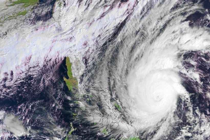 VÕIMAS MARU TULEKUL: Filipiinidel evakueeriti võimsa taifuuni teelt rohkem kui pool miljonit inimest