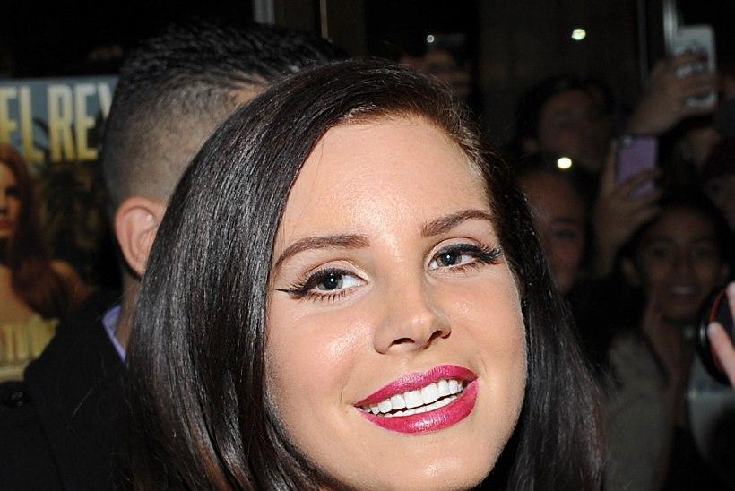 Lana Del Rey kihlus salaja