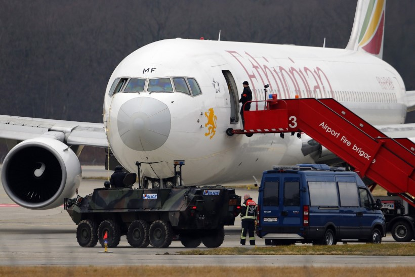 GALERII: abipiloot kaaperdas Etioopia reisilennuki ja sundis selle Genfis maanduma