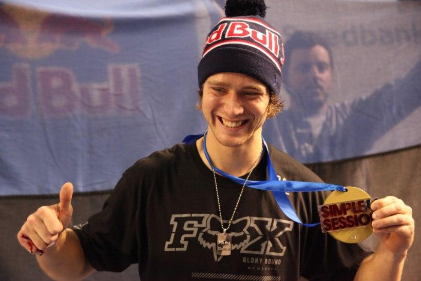 VIDEO: Simple Sessioni parim BMX-sõitja on taaskord Drew Bezanson!