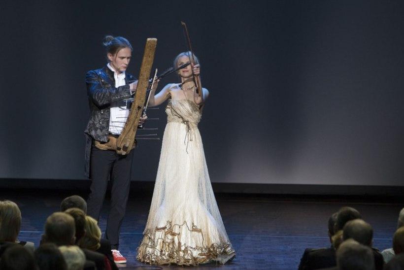 Aastapäevakontserdil kohtusid orel ja naelapill, Ernesaks ja Jörberg