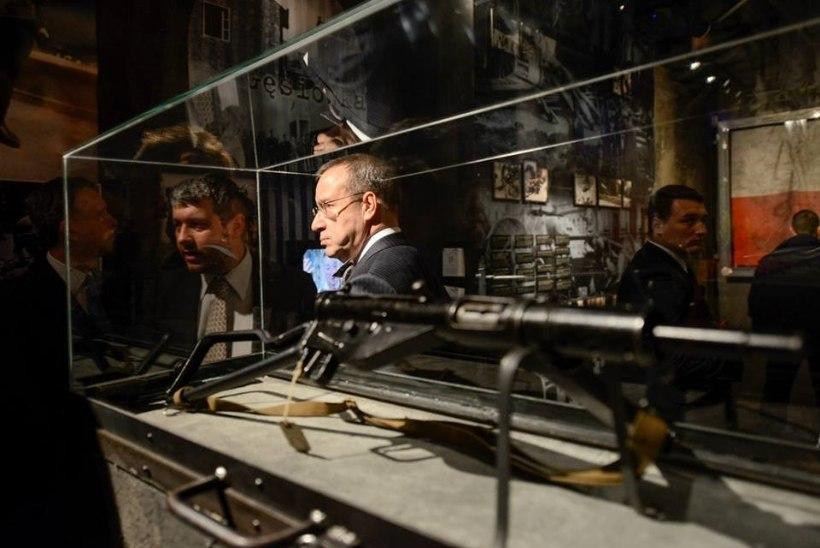 PILTUUDIS: President Ilves külastas Varssavis Ülestõusu Muuseumi