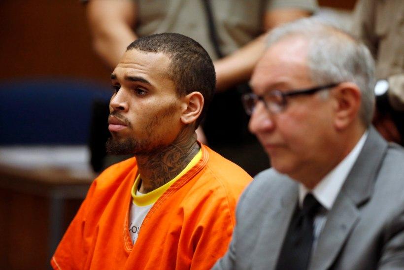 Rihanna ekskallim istub aprillini vanglas