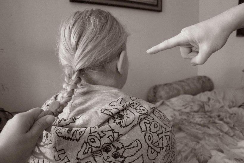 Väike kiusaja õigustab: aga ema ja isa ütlesid ju ka, et selle tüdruku peres on kõik kaltsukubud