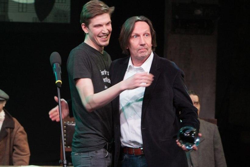 Parimale lavastajale andis auhinna üle poeg