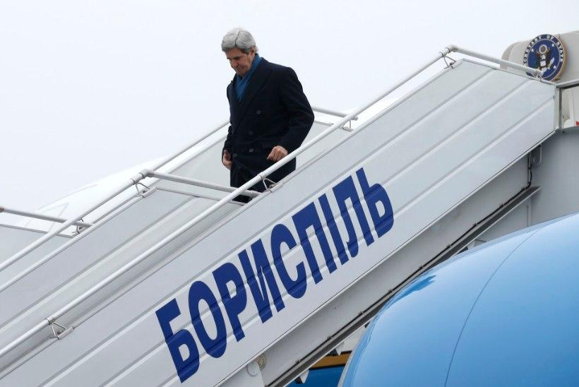USA riigisekretär John Kerry saabus Kiievisse