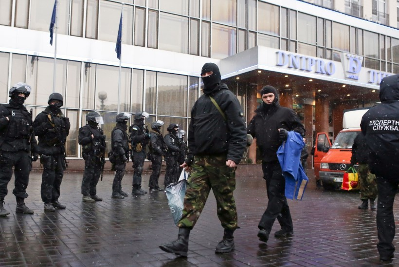 Ukraina opositsioon on lõhenenud: Kiievi kesklinnas läks tulistamiseks