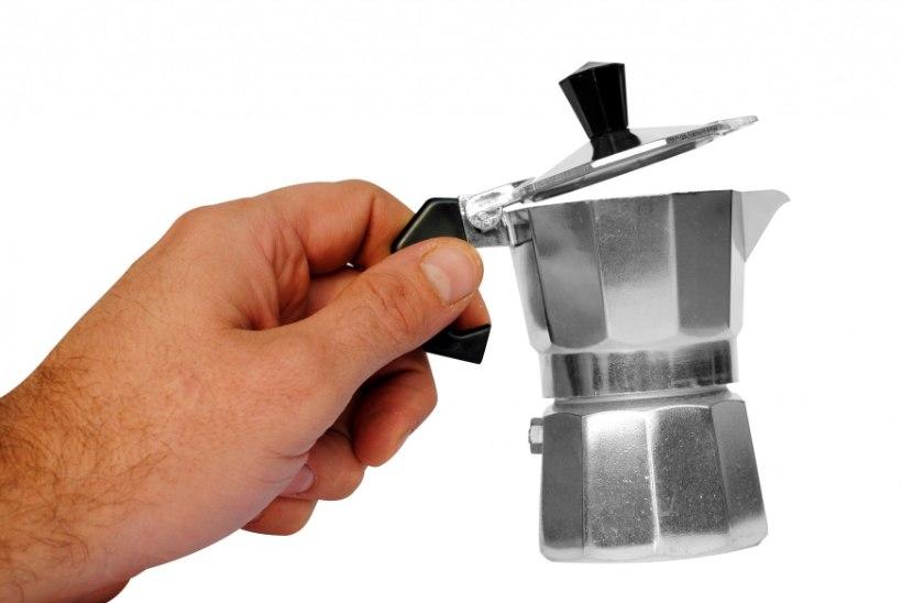 Töökaaslase kohvikeetjasse uriini kallanud mees peab maksma suure kahjutasu