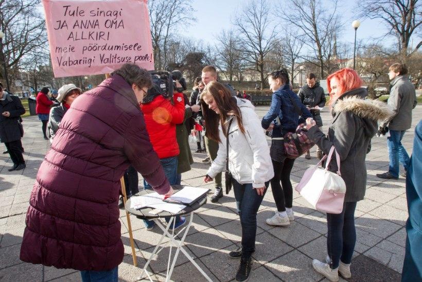 FOTOD: Tammsaare pargis toimus palgalõhe vastane pikett